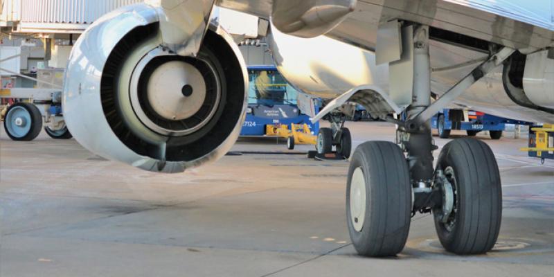 Ban Boeing 737-800 Terbakar Saat Mendarat