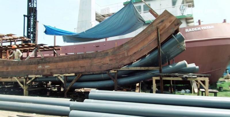 Barokah Marine Pekalongan Luncurkan Kapal Paralon Nelayan