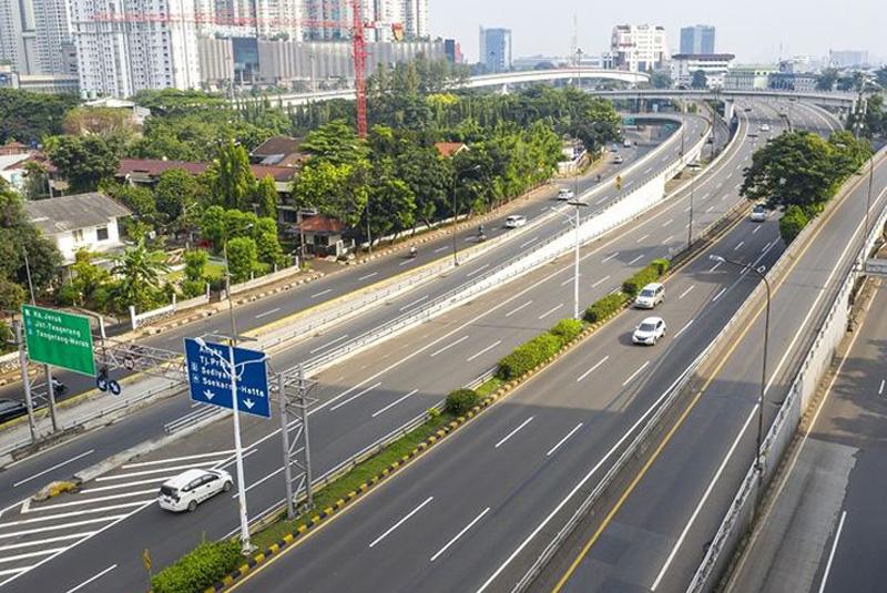 Hari Keempat PSBB Jalan Jakarta Ramai