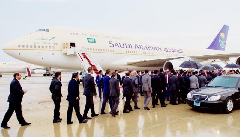 Raja Salman Tinggalkan Bali Menunda 18 Penerbangan