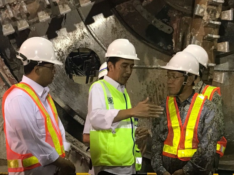 Terowongan MRT Tersambung, Presiden minta MRT Beroperasi Maret 2019